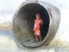 Enfant au tuyau - Photo 1