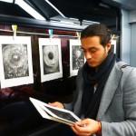 www-la-galerie.ch - Alessandro Longo devant tirages Dodécaèdre